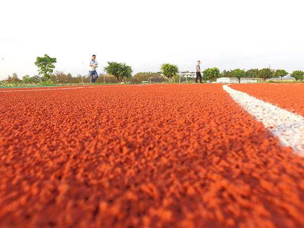 德朝塑胶硅PU球场的湿度测试法