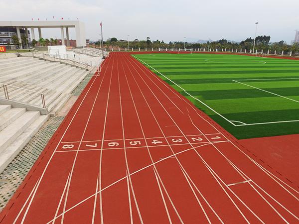 德朝体育学校塑胶跑道上排水系统如何建造更合理?